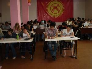 Выпускники Репетиторского центра пишут вступительный экзамен в ТПУ по химии.